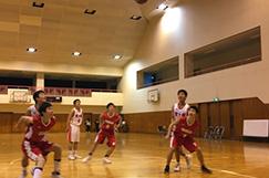 男子バスケットボール部の写真です。