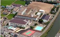 平成16年の霞ヶ浦高等学校の全景写真です。